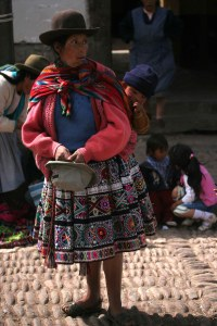 sm-08-9144-woman-in-pisac-mercado