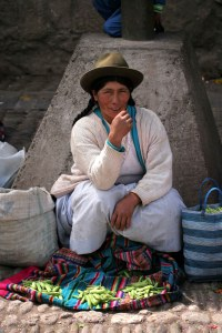 sm-08-9151-woman-in-pisac-mercado