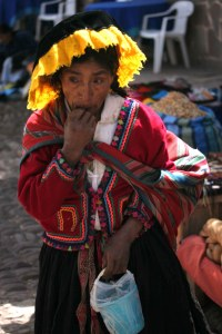 sm-08-9153-woman-in-pisac-mercado1