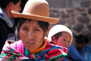 sm-08-9179-portrait-woman-w-child-pisac-mercado
