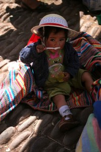 sm-08-9203-small-child-in-pisac-mercado