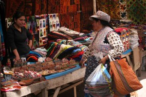 sm-08-9258-canon-de-colca-woman-in-pisac-mercado