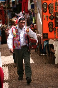 sm-08-9282-man-in-pisac-mercado-cr