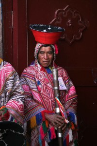 sm-08-9292-man-near-church-pisac
