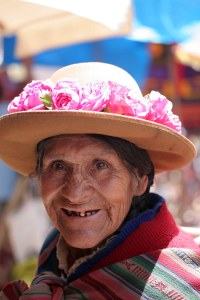 sm-08-9375-portrait-of-woman-in-pisac-mercado