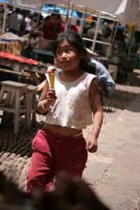sm-08-9412-girl-w-ice-cream-pisac-mercado
