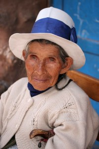 sm-08-9463-portrait-of-old-lady-pisac-mercado