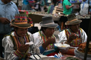 sm-08-9480-pisac-mercado-food-court-three-women-eating