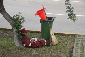 sm 08 7176 resting laborer